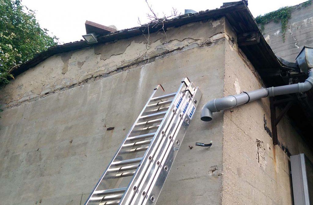 Regenrinne im Bau