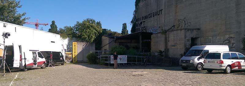 Totale Bunker mit rbb Troja und neuem Schild