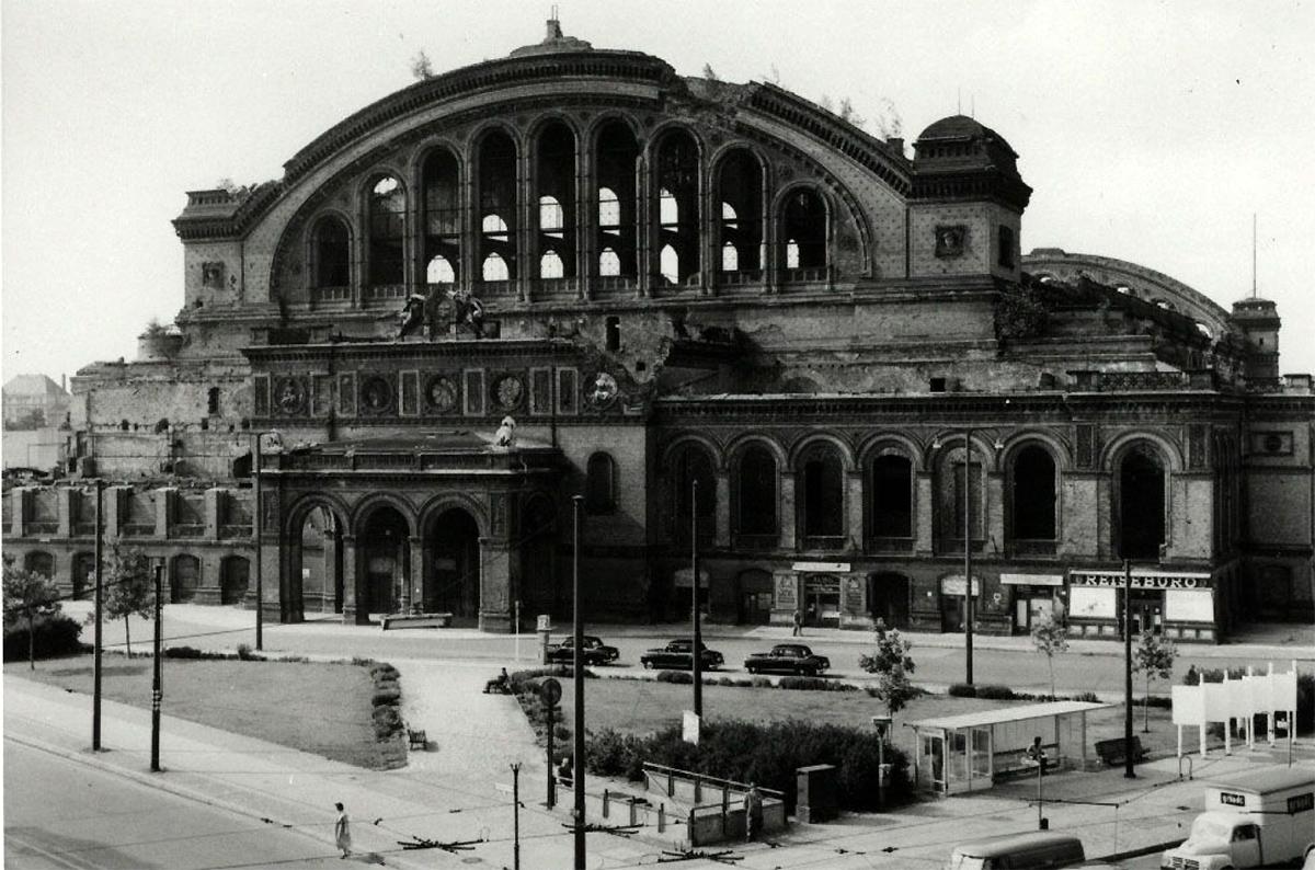 anhalter-bahnhoif-portal-1959